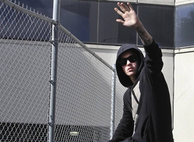 2014-01-23T210504Z_1639604511_TM4EA1N18AS01_RTRMADP_3_PEOPLE-JUSTINBIEBER